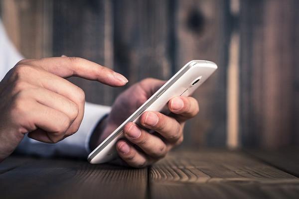 携帯電話のバッテリーの劣化は自然現象